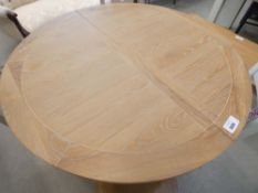 1004 (17/10) Ashbourne Grey Painted Round Pedestal Extending Dining Table (76)