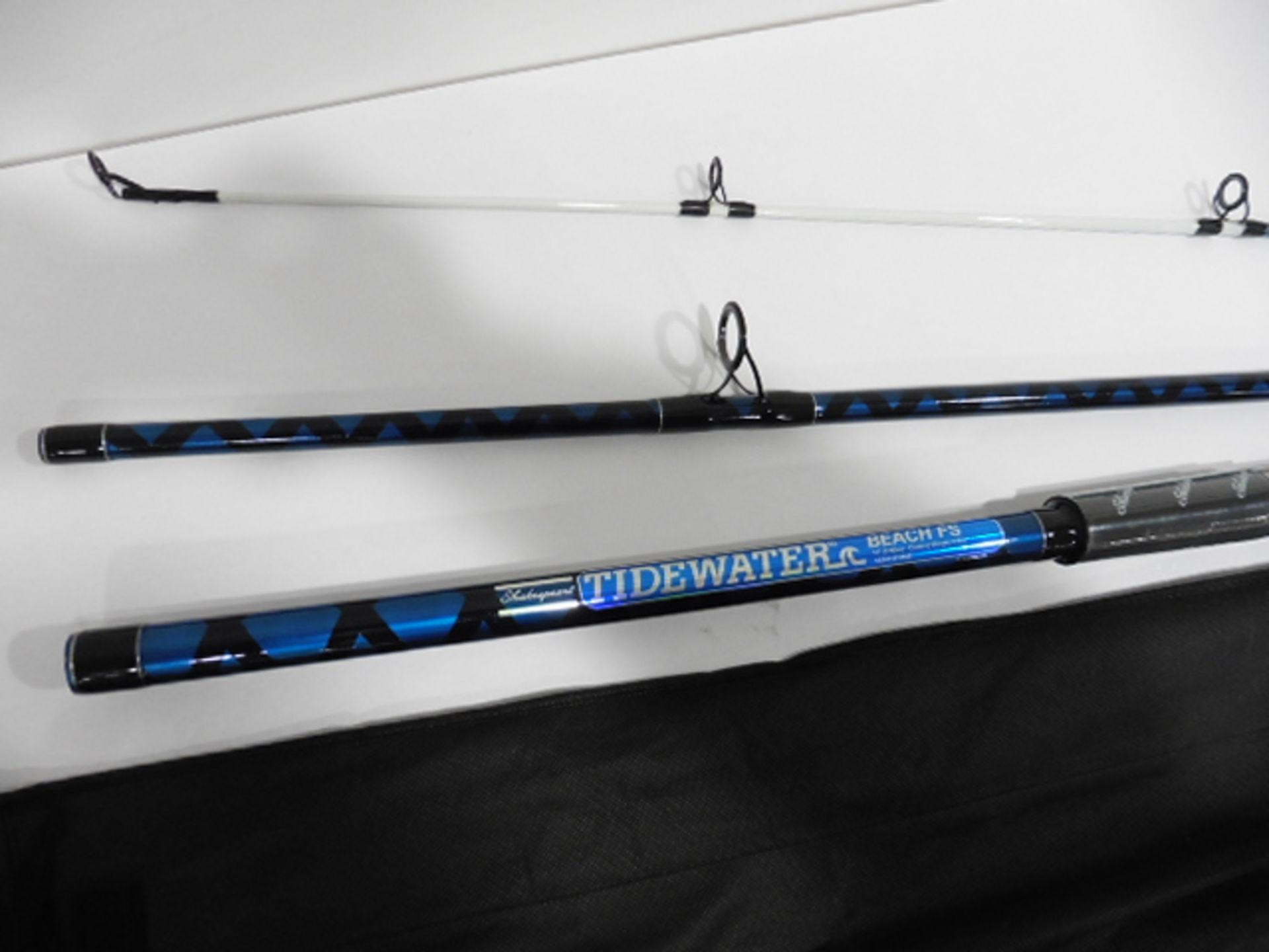 Shakespeare tidewater 390 3 piece Beachcaster Rod 4-8oz - Image 2 of 2