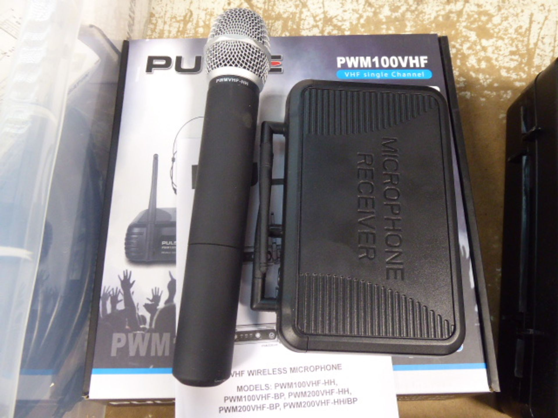 Pulse PWM100 VHF single channel receiver and microphone with box - Image 3 of 3