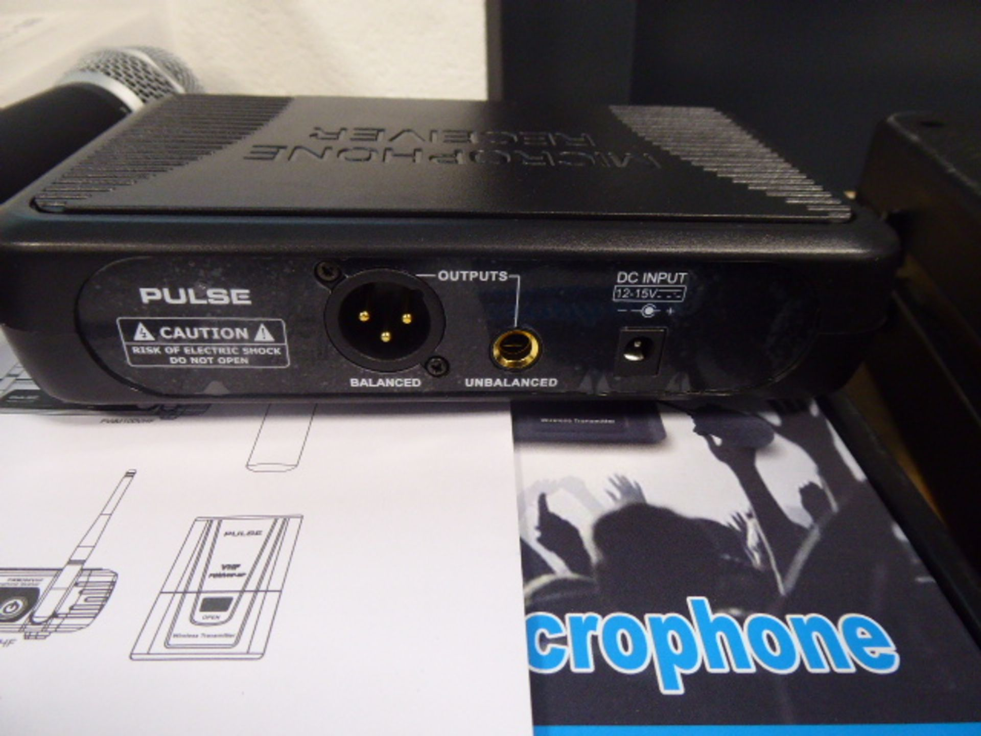 Pulse PWM100 VHF single channel receiver and microphone with box - Image 2 of 3