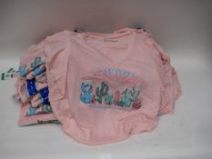 Bag of 40 Jessica Simpson pink V-neck T-shirts with California cactus decoration to the front -