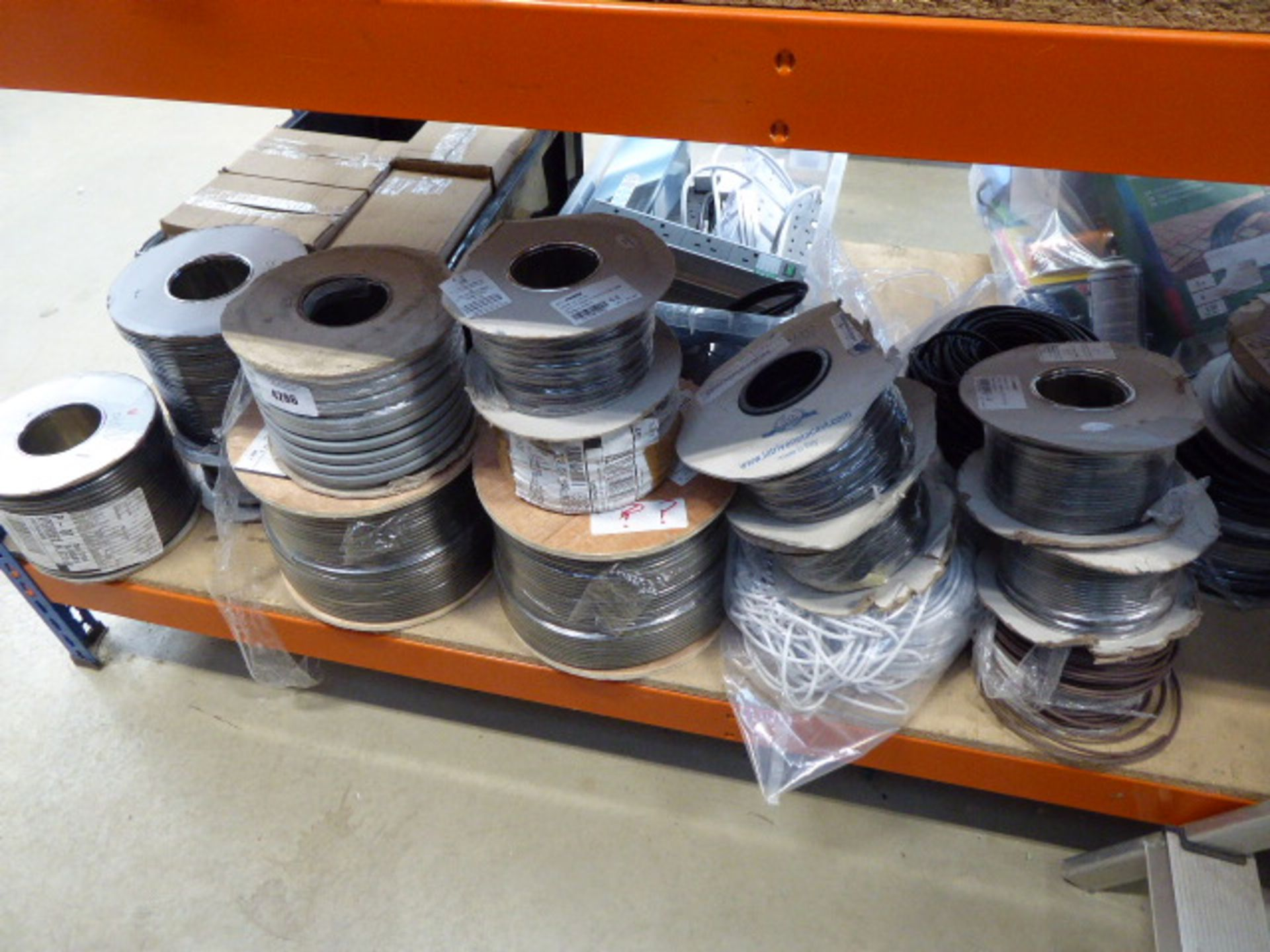 Large underbay of approx 19 rolls of assorted cable
