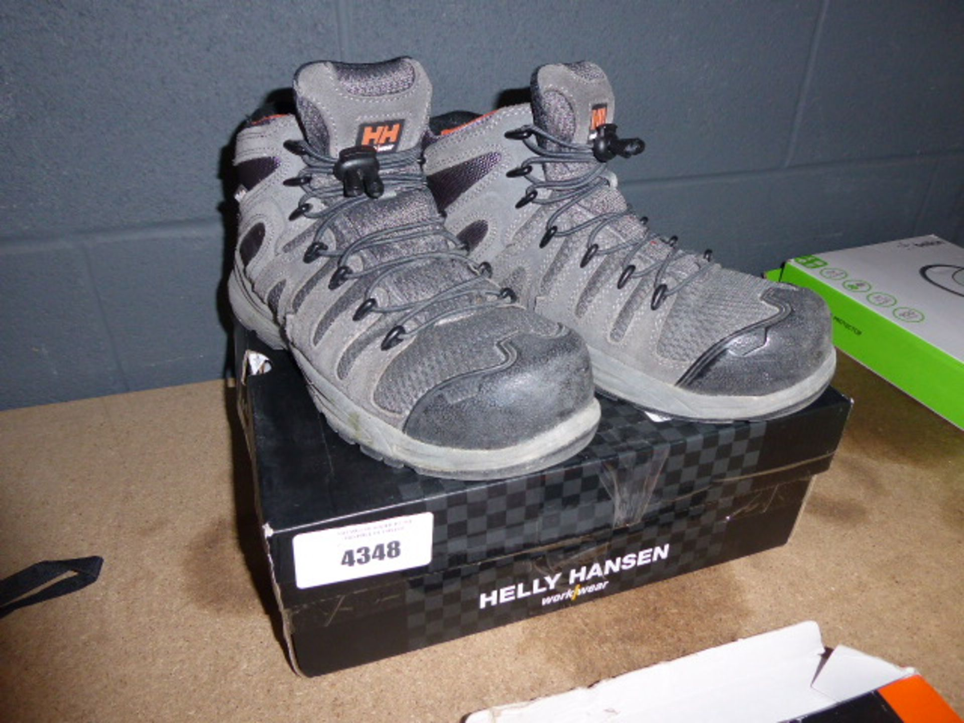 Helly Hansen used work boots size 6