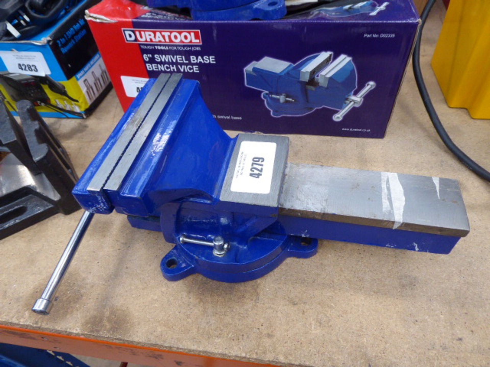 Unboxed swivel based bench vice