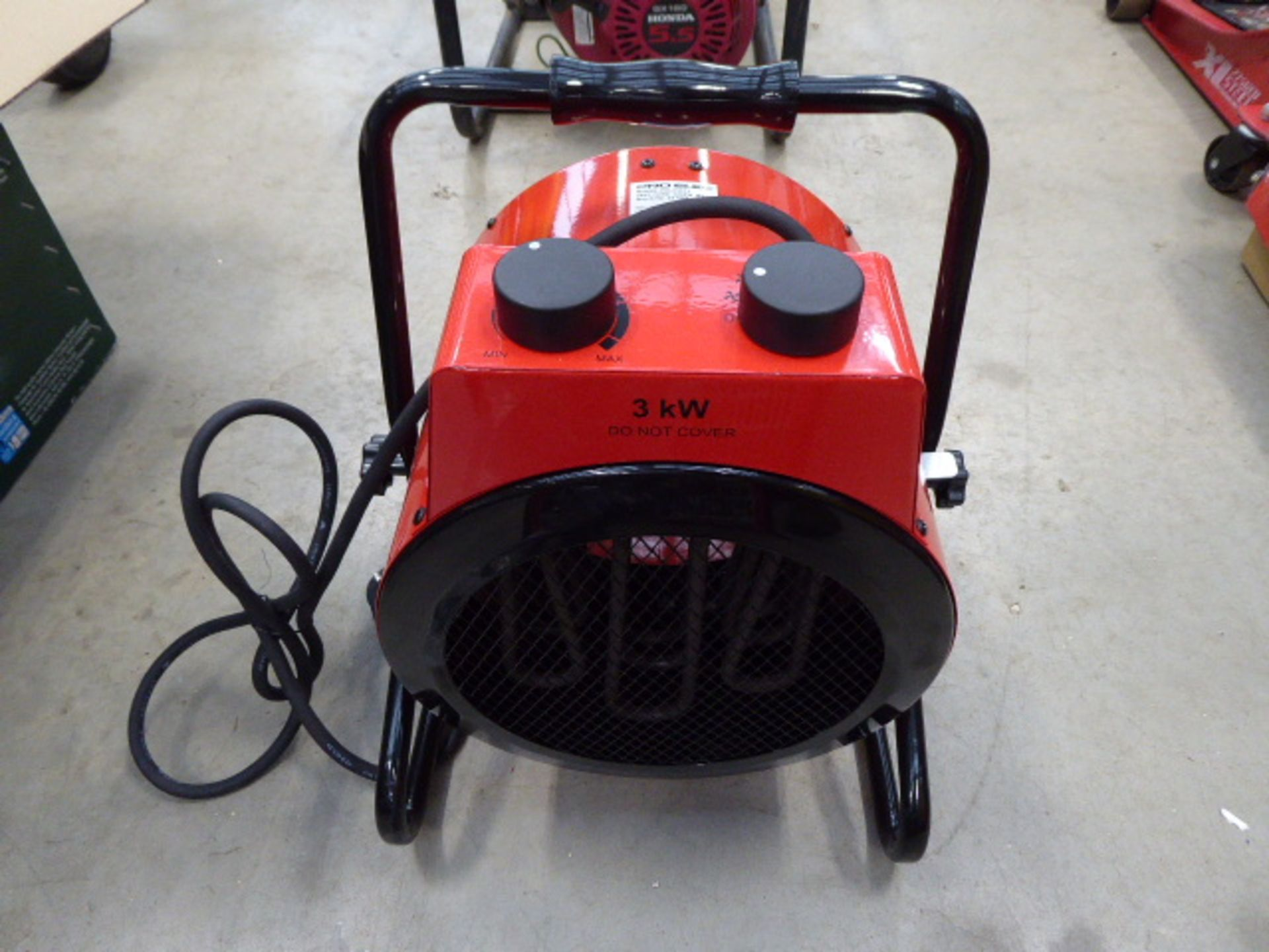 1 square and 1 round red electric heater - Image 3 of 3