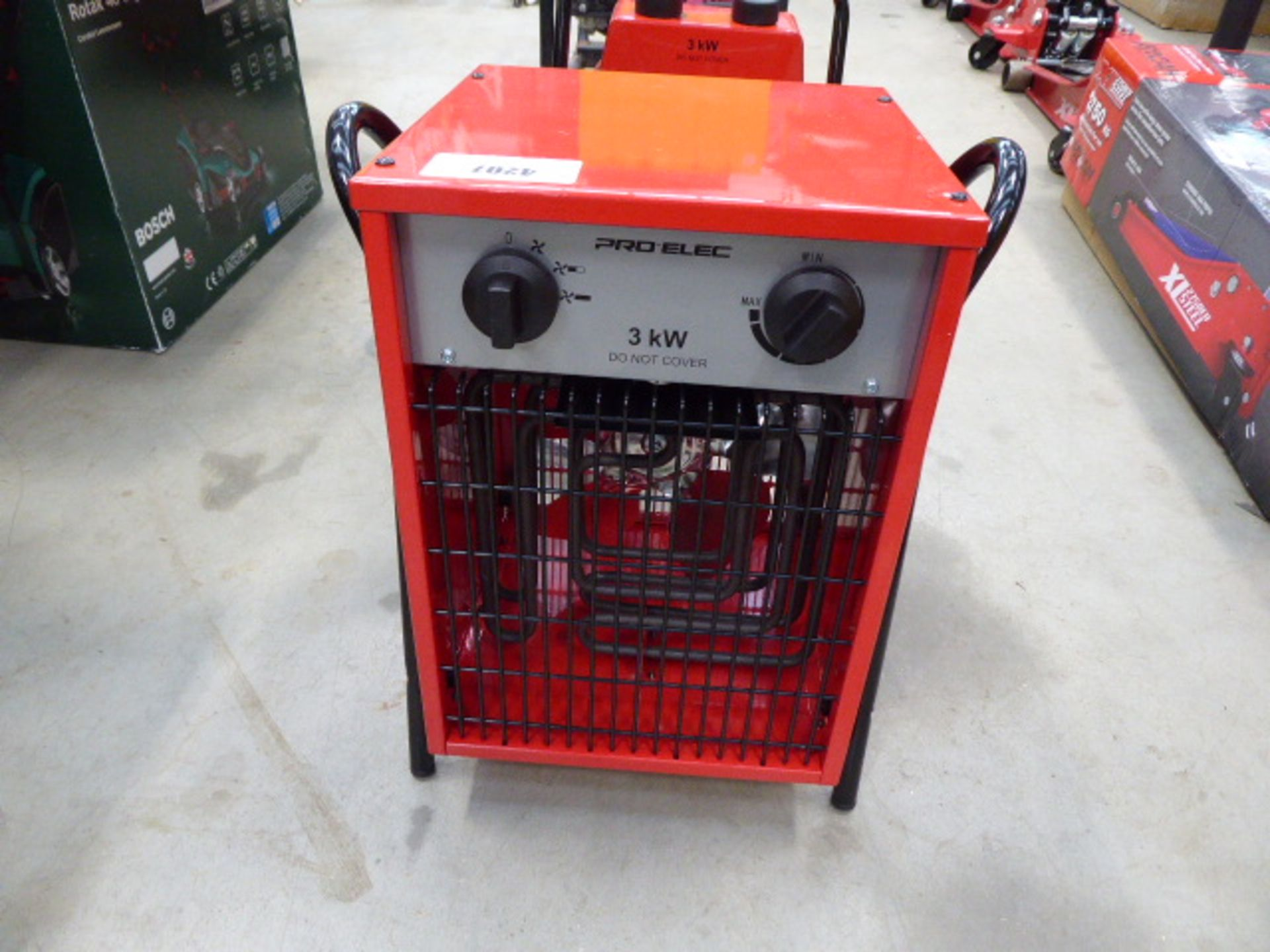 1 square and 1 round red electric heater - Image 2 of 3