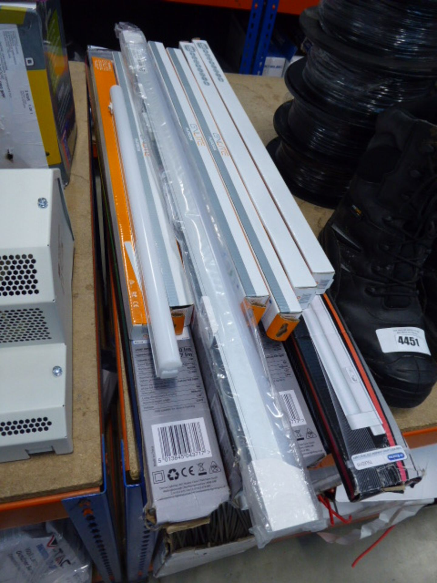 Quantity of LED baton tubes