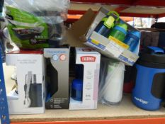 A lot containing thermo flasks, 2 food flasks, food containers and some kid's drinking bottleso