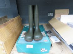 Pair of Landmaster Dickies size 9 wellies