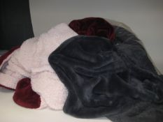 Bag containing 2 large throws; 1 in grey, 1 in red and pink