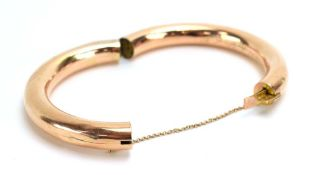 A 9ct yellow gold hinged bracelet, maker S&P, Birmingham 1915, internal d. 6 cm, 17.