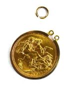 A sovereign dated 1915 in a loose 9ct yellow gold mount, overall 9.