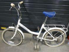 White Raleigh girls bike