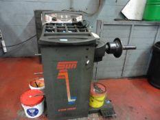 Sun CWB 2000 wheel balancing machine, Yr 2003, 3ph