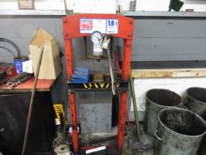 Sealey YK15 15t garage bearing press with an Avery 56lb weight