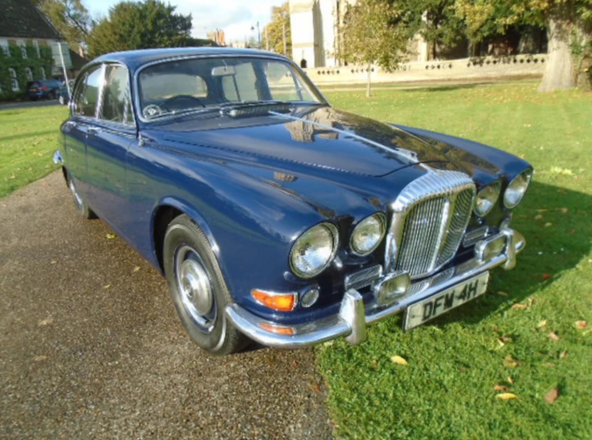 Lot 8 - 1969 Daimler Sovereign 4.2 70K miles