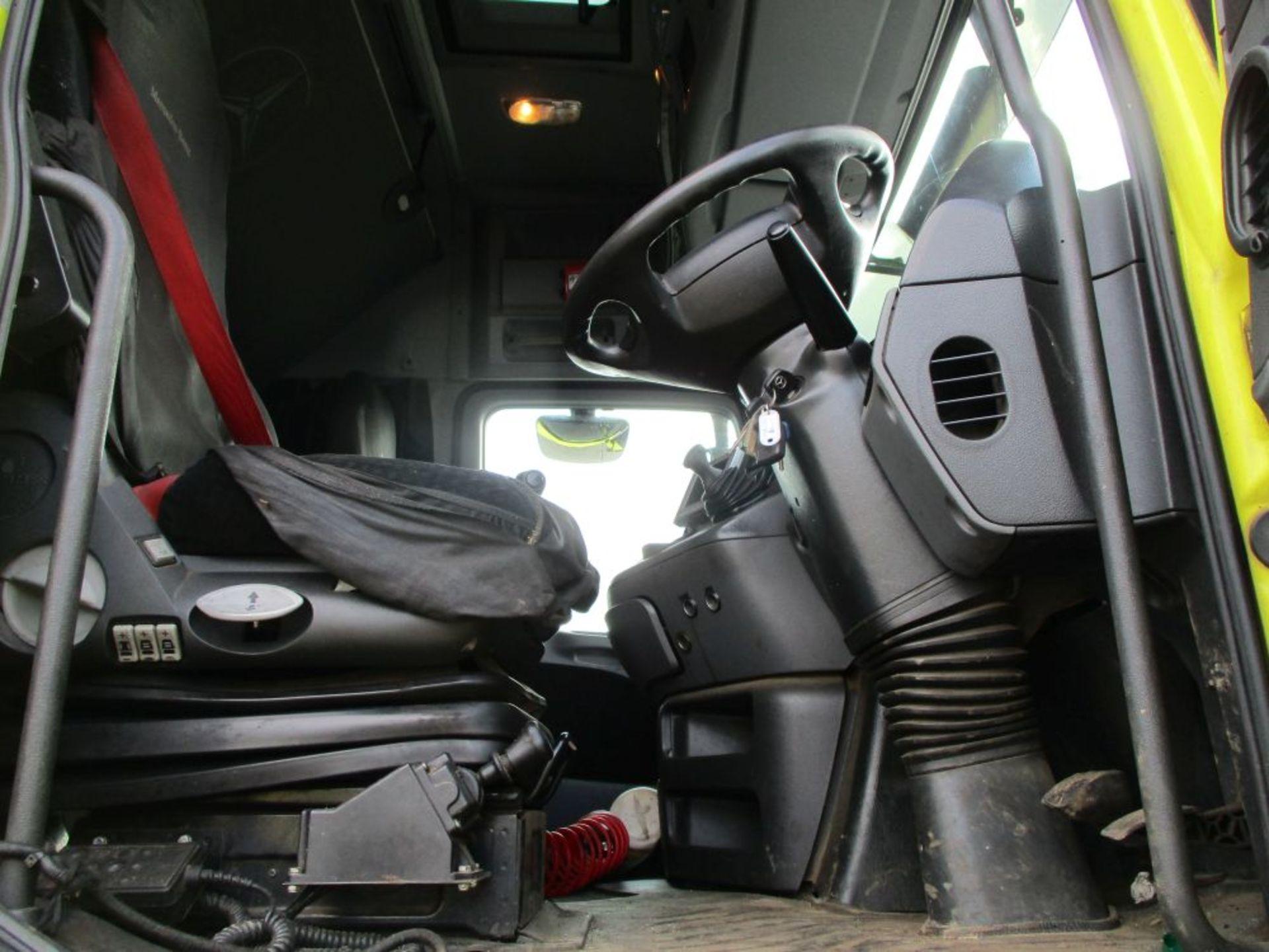 Lot 44 - Mercedes 2455 Actros V8 6x2 Midlift Unit