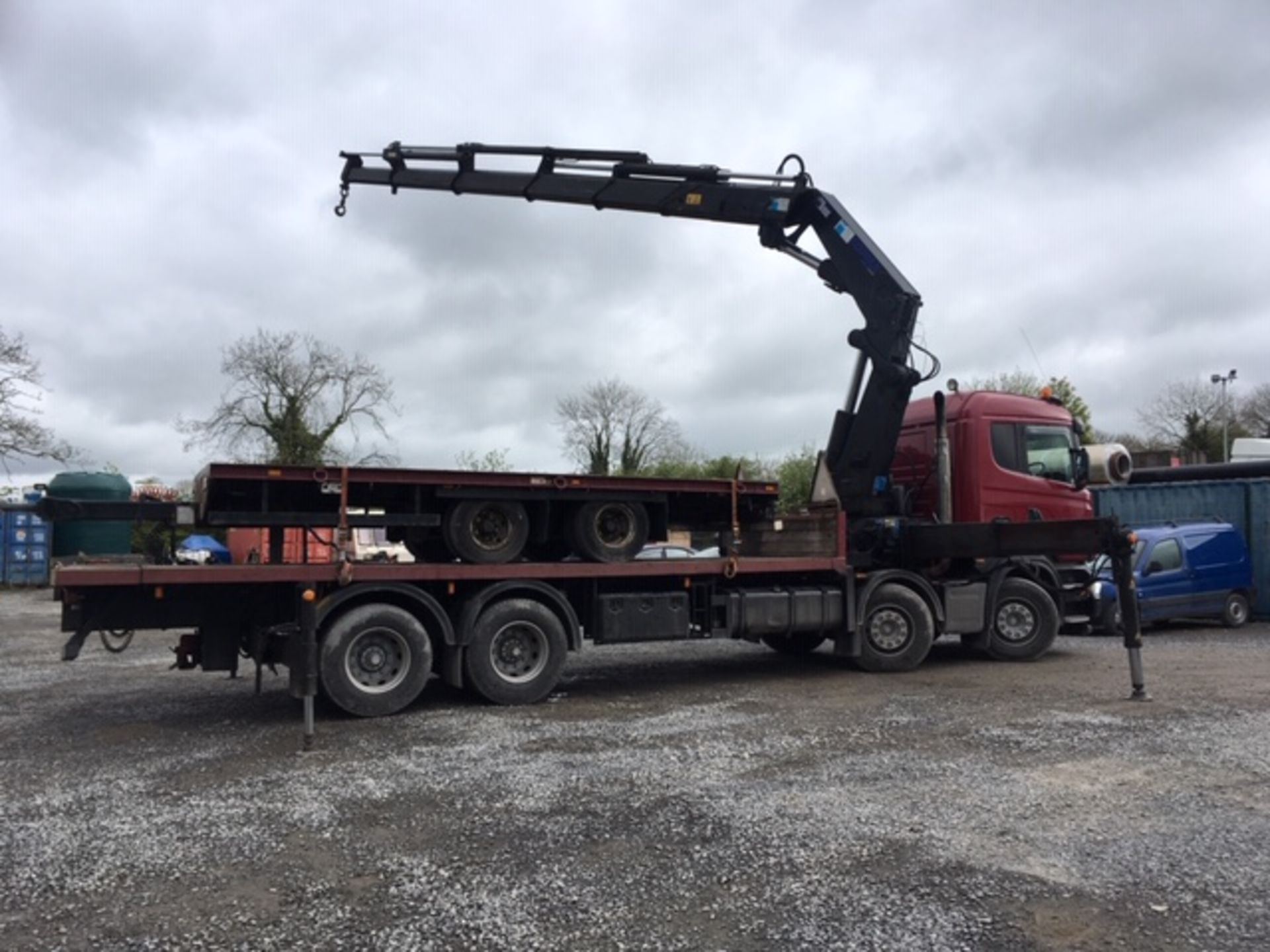 Lot 53 - 2007 SCANIA R380 8X4 SLEEPERCAB CRANE TRUCK FLATBED COUPLED WITH 20FT TWIN AXLE MC AULEY TRAILER
