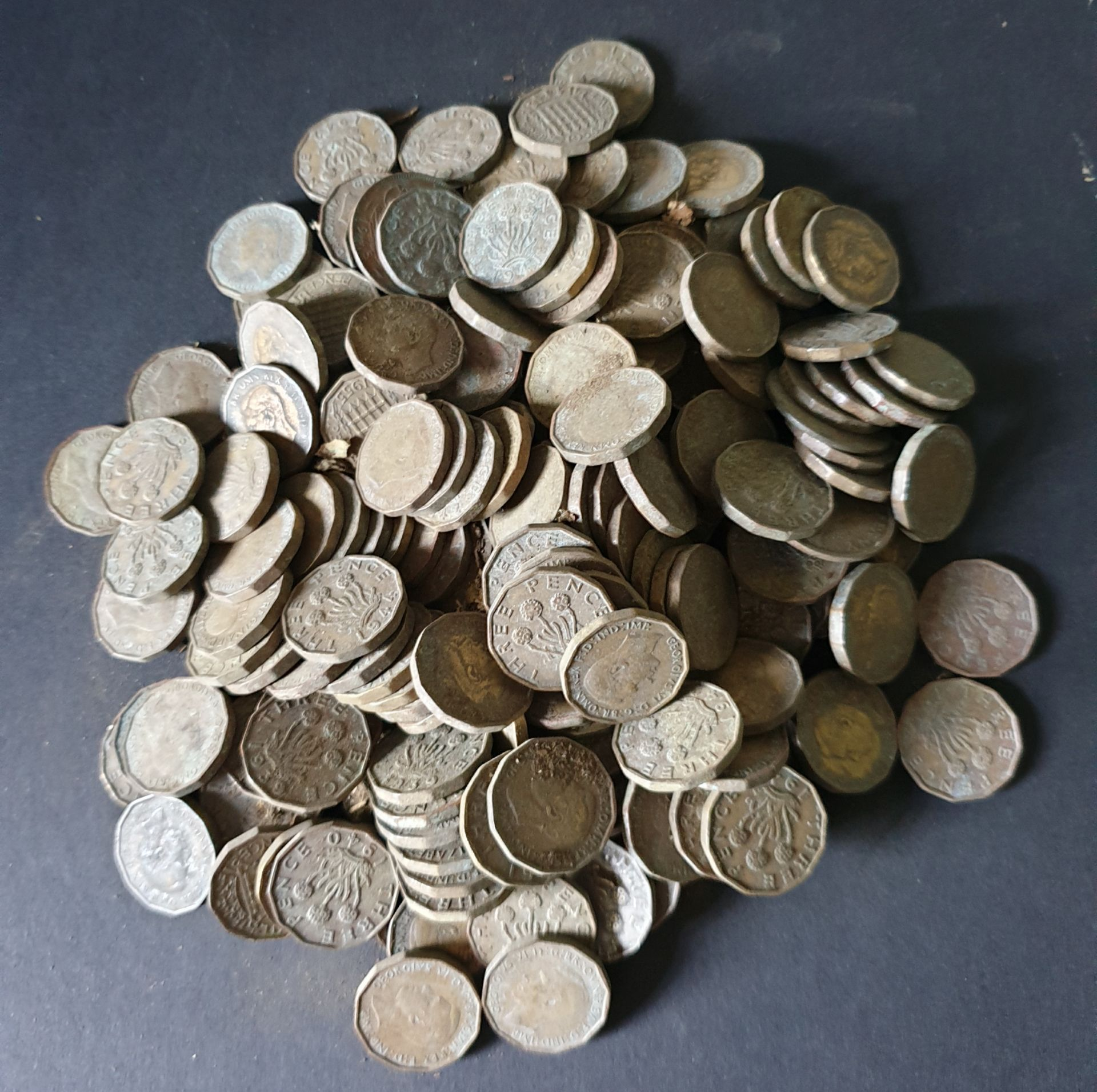 Lot 60 - Collectable Coins 800g Bag of British Three Penny Bits NO RESERVE