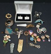 Parcel of Costume Jewellery Brooches etc