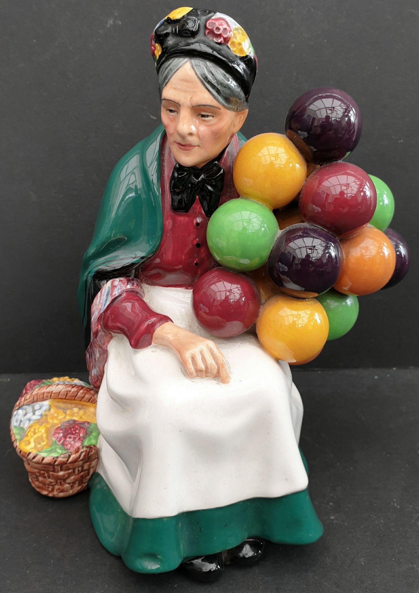 Lot 27 - Antique Vintage Royal Doulton Figure 'The Old Balloon Seller' HN 4315