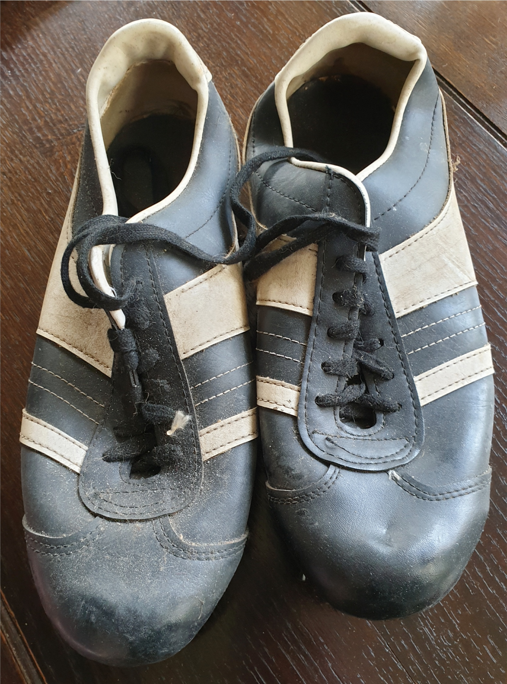 Lot 32 - Vintage Retro Kitsch Leather Football Boots c1970's Blue & White UK Size 10