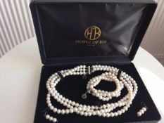 Freshwater Cultured Pearls Demi-Parure