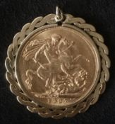 1927 22k Gold Sovereign in Gold Mount