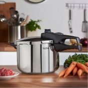 (S98) 6 Litre Pressure Cooker Made from stainless steel.