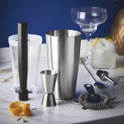 (NN4) Boston Cocktail Set Rustle up cocktails like a seasoned professional - perfect when you?...