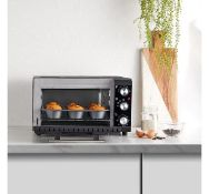 (K5) 20L Mini Oven Make cooking easy in even the smallest spaces with this mini oven. 20L capa...
