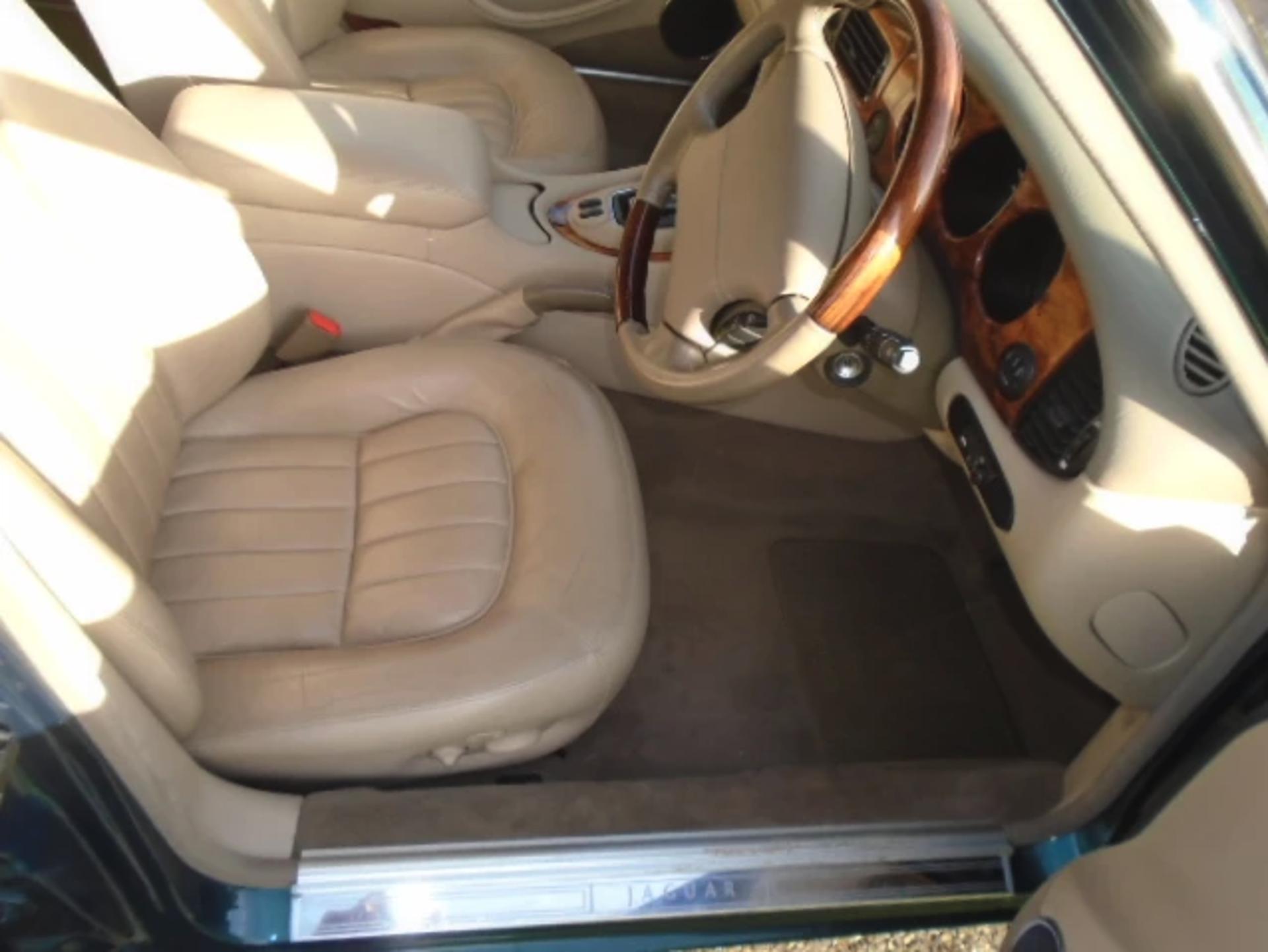 Lot 13 - 2001 Jaguar XJ Executive 3.2 V8