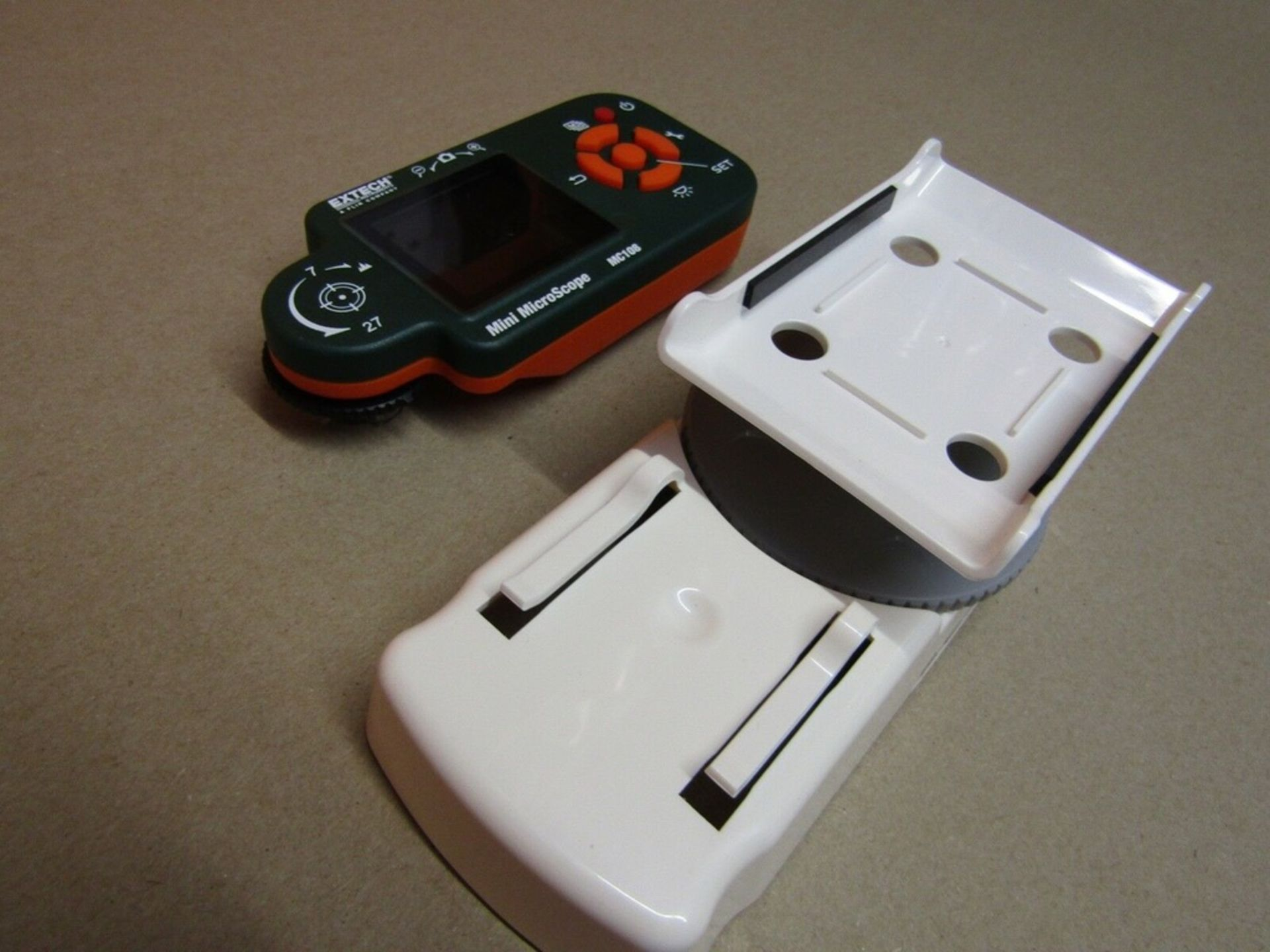 Lot 107 - Extech MC108-4 Digital Microscope