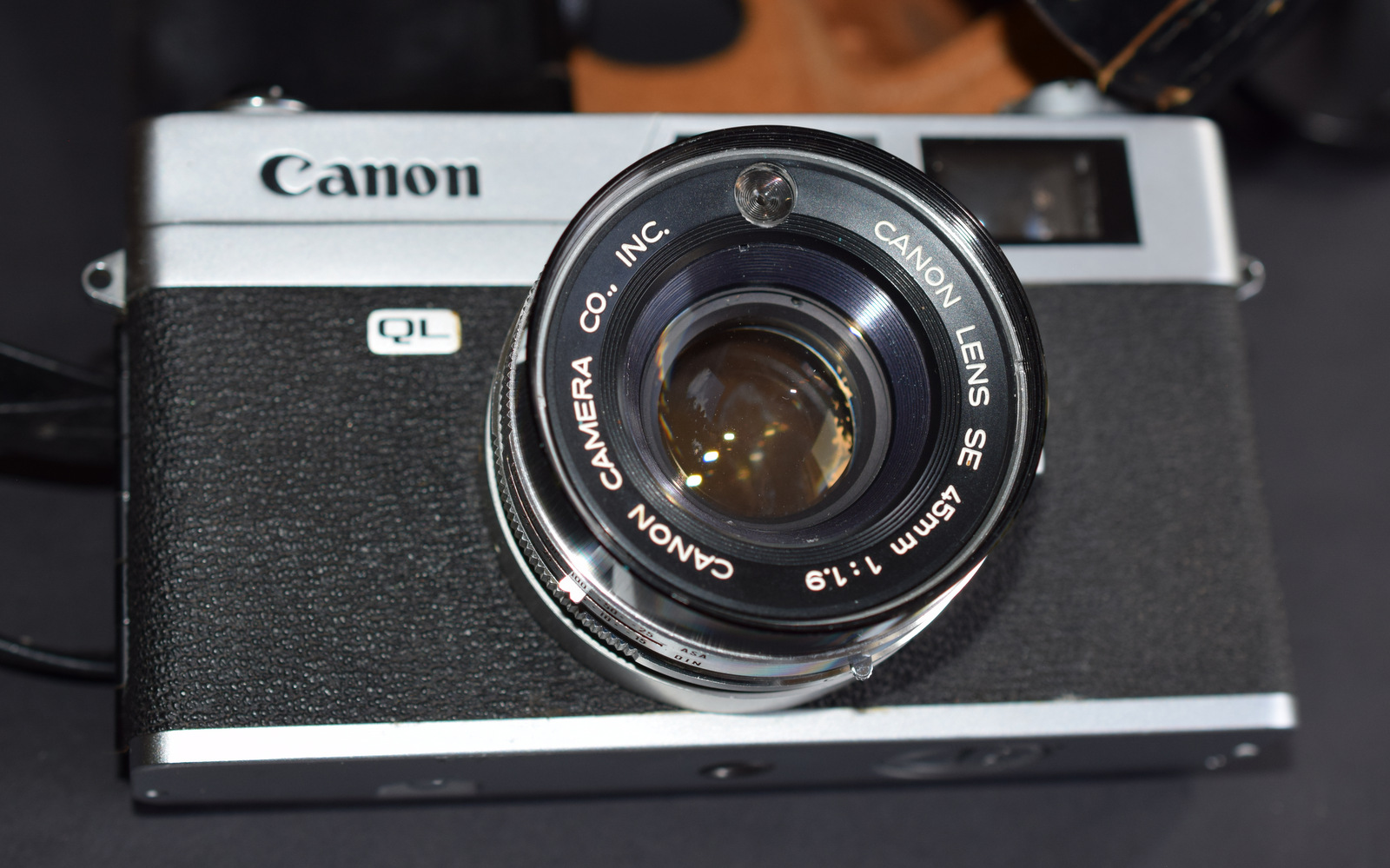 Lot 7 - Canon QL19 35mm Film Camera With 45/1.9 Canon Lens