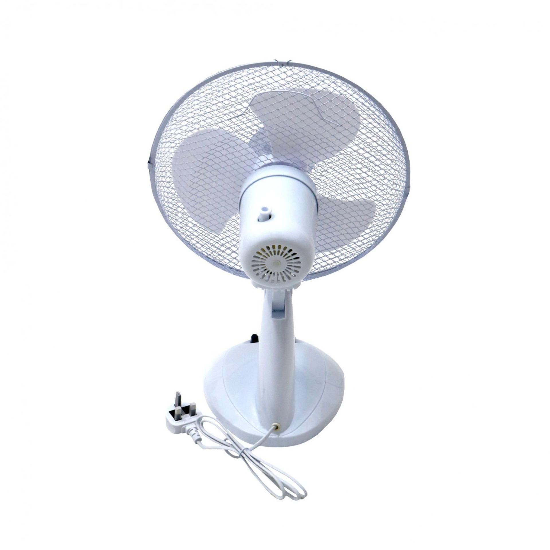 """Lot 33 - (RU24) 12"""" Oscillating White Desk Top Fan Stay cool this year with the 12"""" desk top fan..."""
