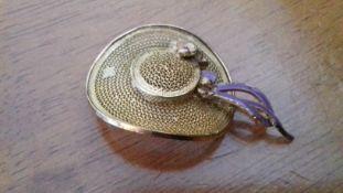 Gold Filigrane Broach With A Pretty Hat Design: