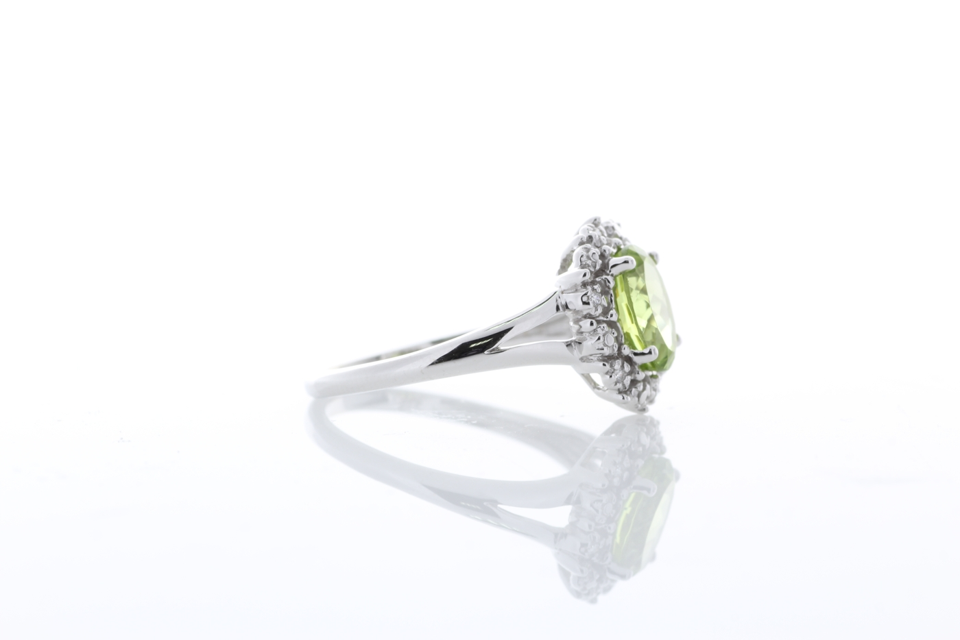 Lot 57 - 9ct White Gold Cluster Diamond And Peridot Ring 1.40 Carats