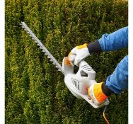 (JH32) 450W Hedge Trimmer 450W motor and precision blades deliver a fast cutting motion - easi...