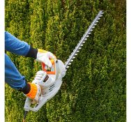 (JH34) 550W Hedge Trimmer Lightweight at only 3.2kg with a powerful 550W motor and precision b...