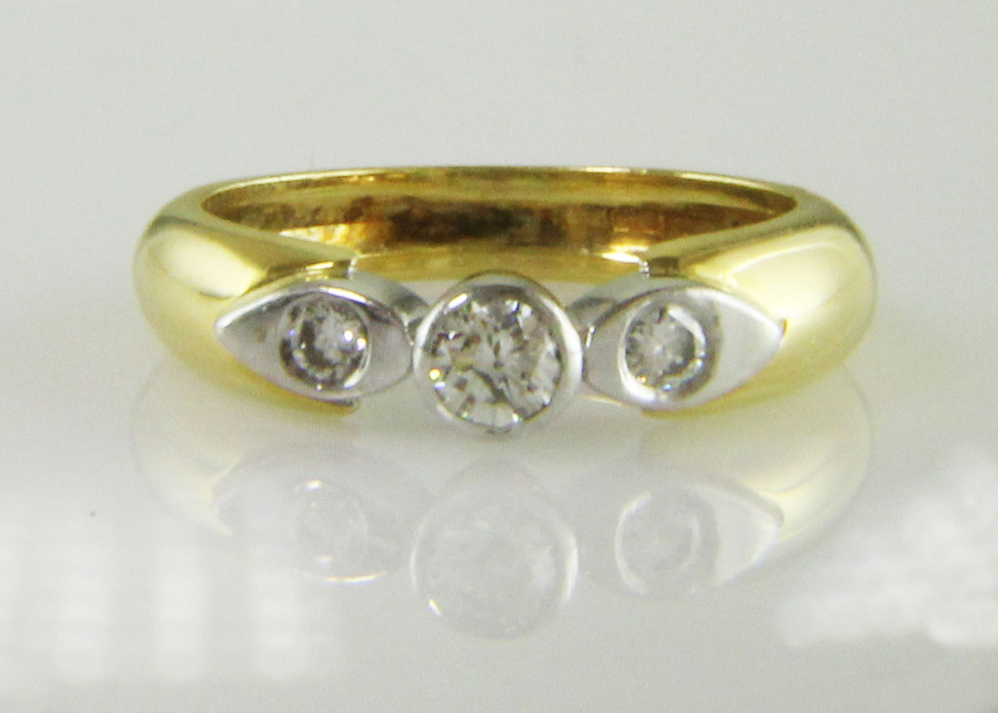 18ct Stone Set Shoulder Diamond Ring 0.41 Carats - Image 6 of 8