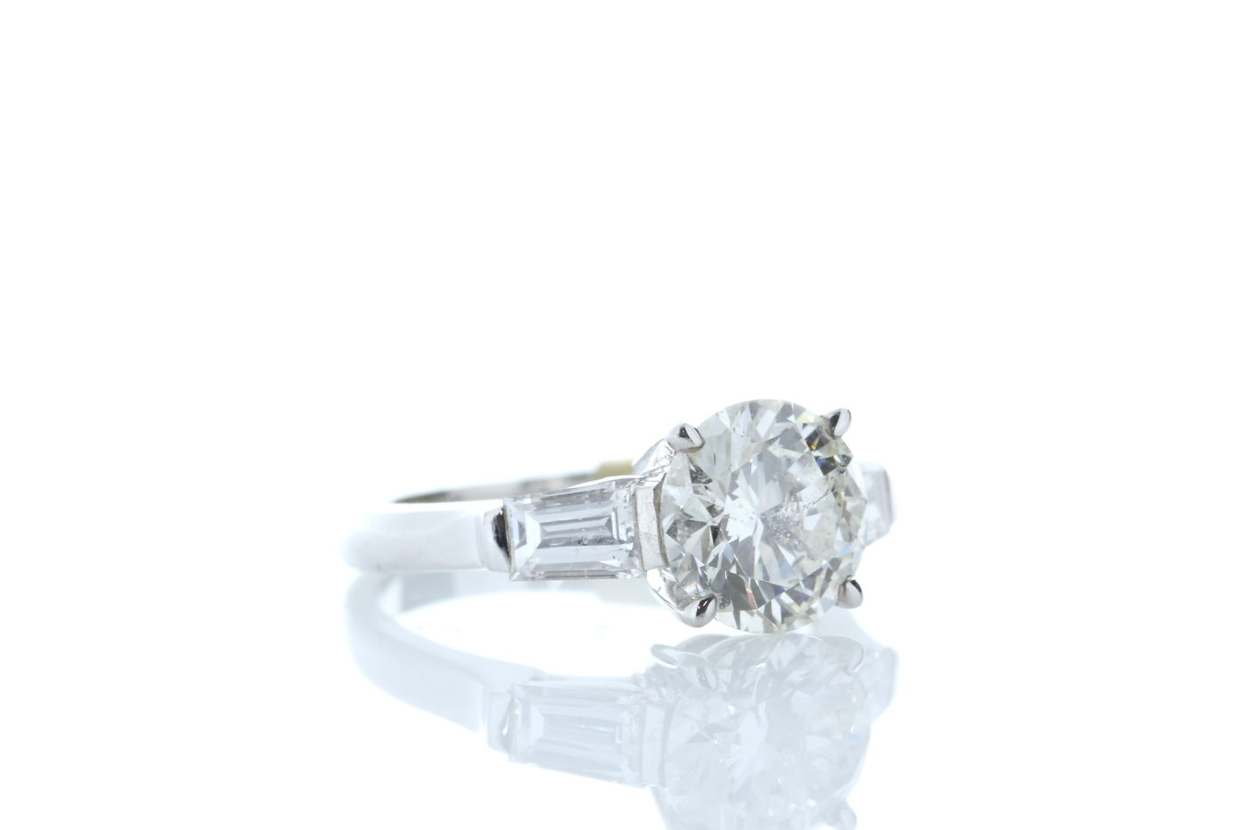 Lot 26 - 18ct White Gold Baguette Shoulders Diamond Ring 2.20 Carats