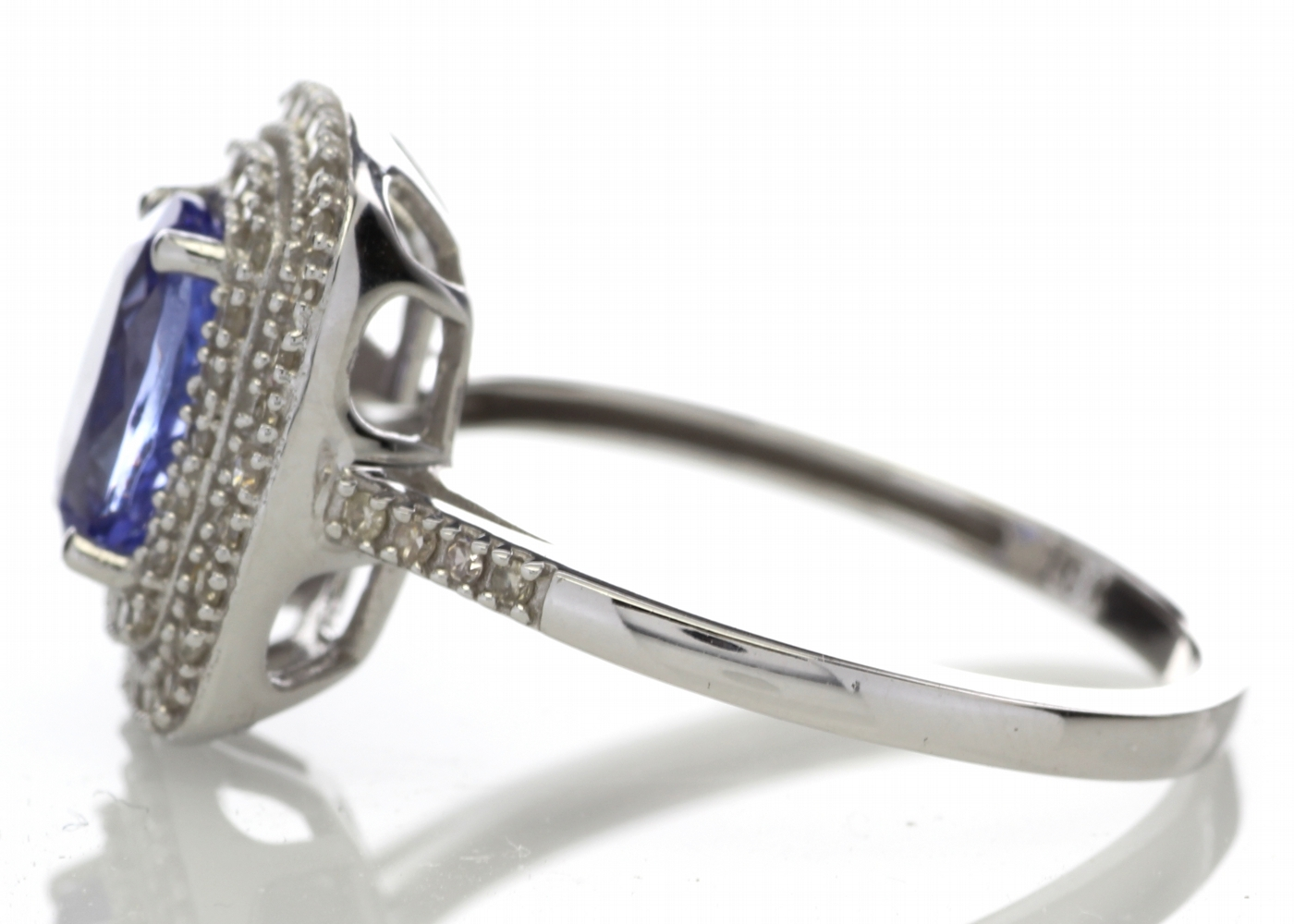 9ct Gold Oval Tanzanite And Diamond Cluster Ring 0.33 Carats - Image 3 of 5