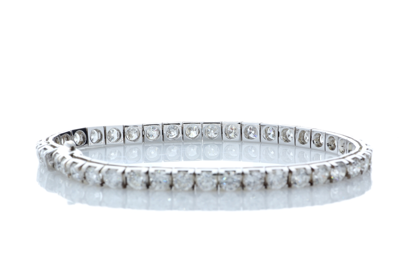 Lot 13 - 18k White Gold Tennis Diamond Bracelet 9.58 Carats