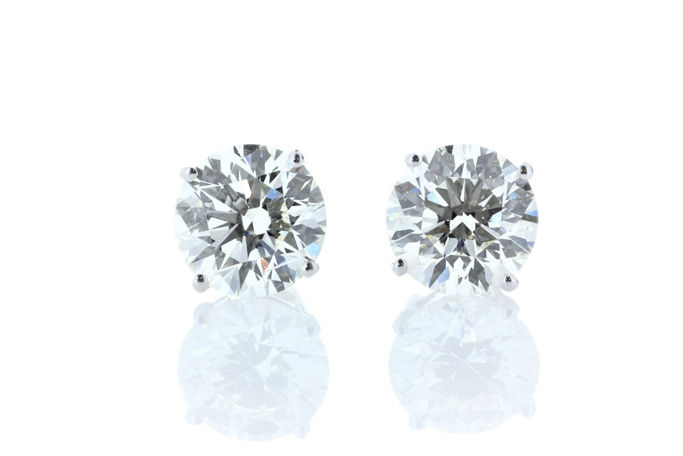 Lot 37 - 18ct White Gold Prong Set Diamond Earring 11.00 Carats