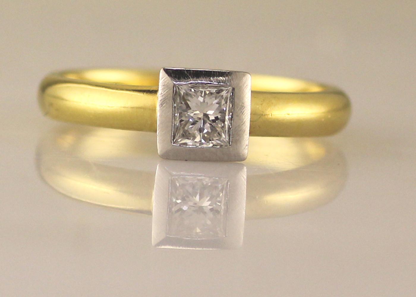 18ct Princess Cut Rub Over Diamond Ring 0.45 Carats - Image 6 of 8