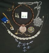 Vintage Costume Jewellery Includes Brooch