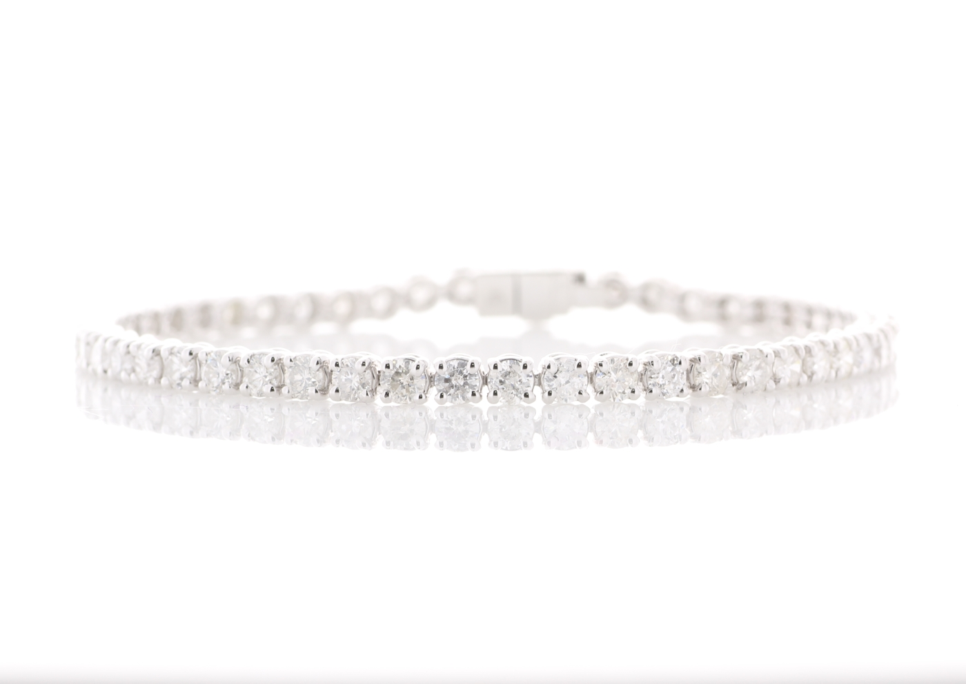 Lot 45 - 18ct White Gold Tennis Diamond Bracelet 5.50 Carats
