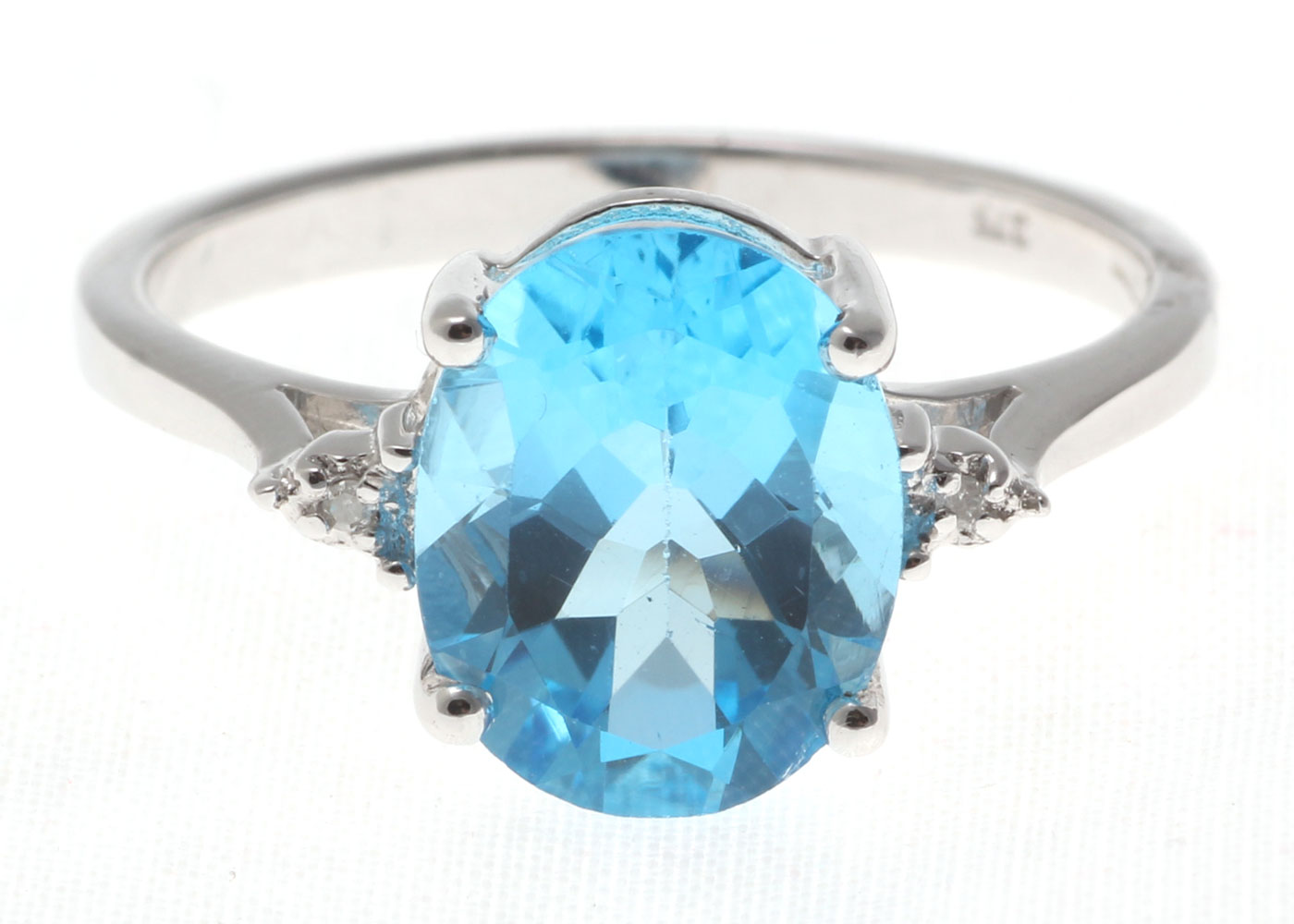 9ct White Gold Diamond And Blue Topaz Ring - Image 5 of 6