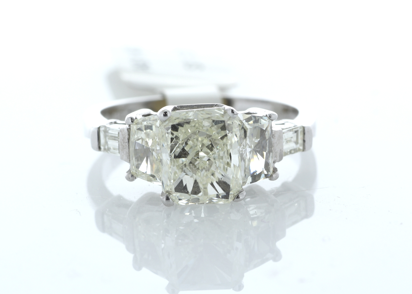Lot 36 - 18ct White Gold Three Stone Claw Set Diamond Ring 2.92 Carats