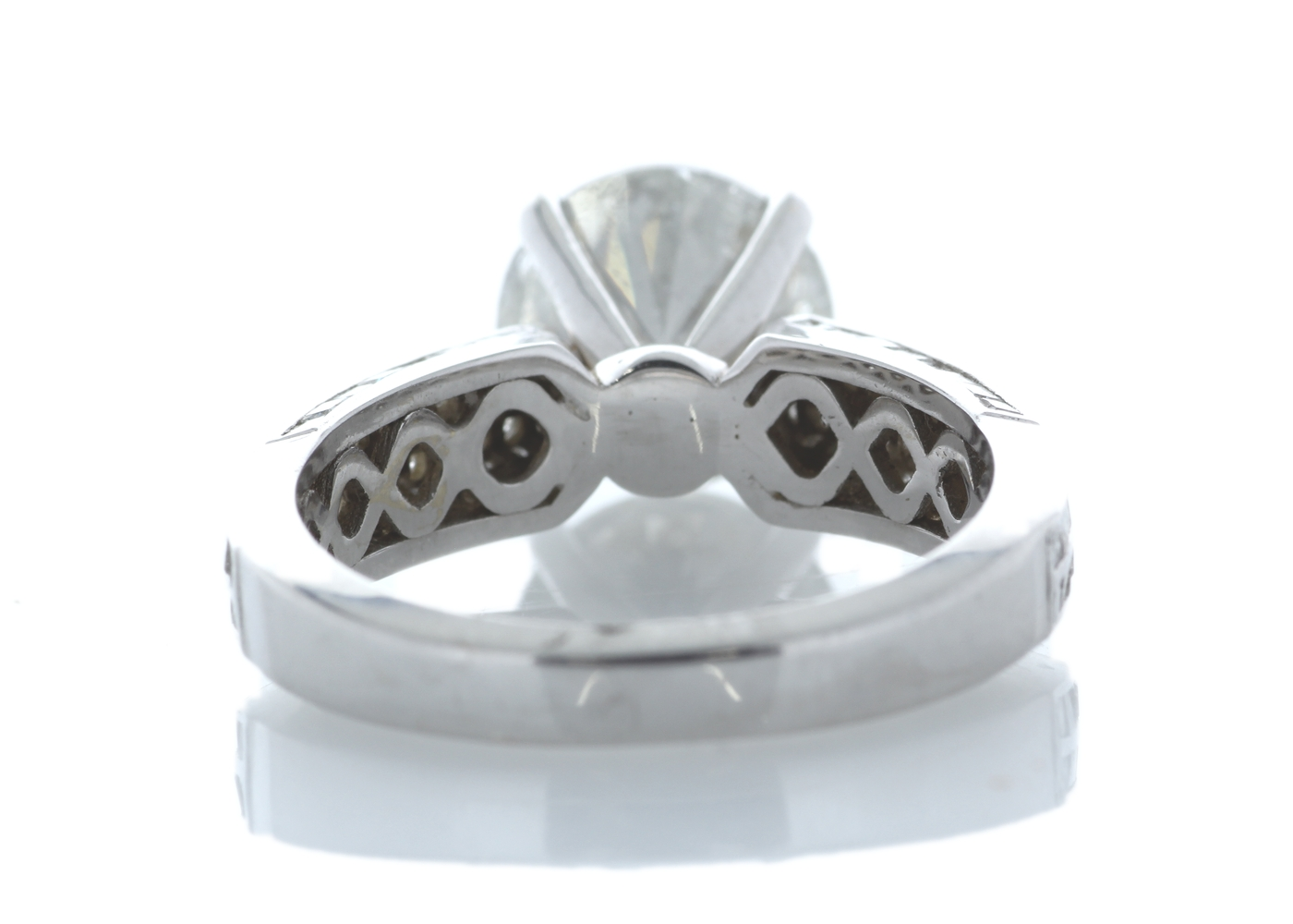 Lot 28 - 18ct White Gold Stone Set Shoulders Diamond Ring 4.51 Carats